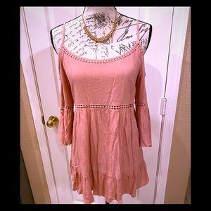 NWT sOPRANO pink mauve cold- shoulder tunic M